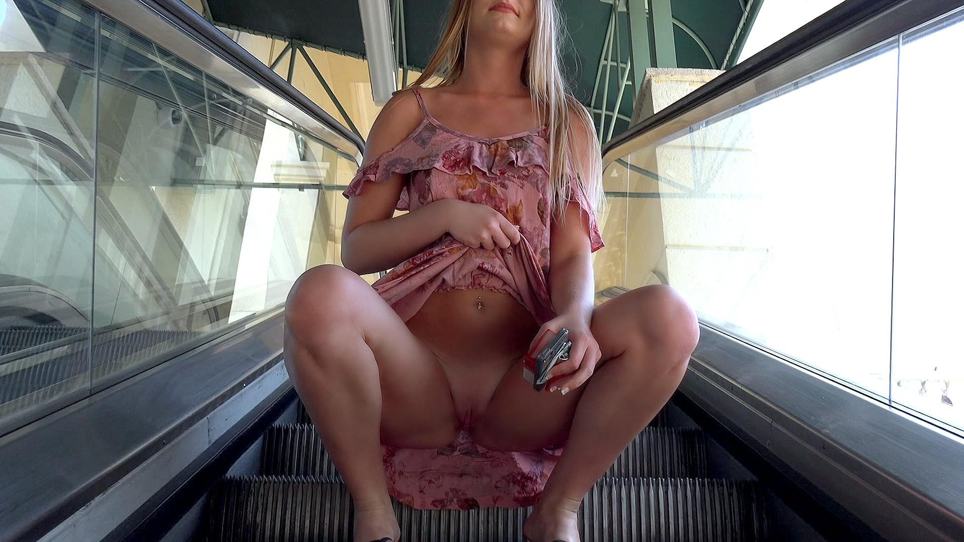 Smoking Blonde Flashes for Fun - Public Pickups